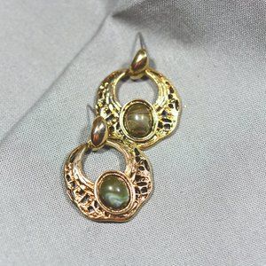EUC Vintage Gold Tone Victorian Stone Earrings